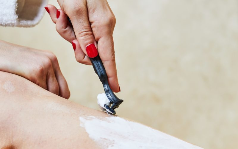 Lady shaving her legs with Boldking razor.