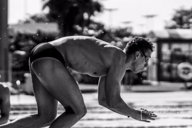 Stan Pijnenburg diving into the pool